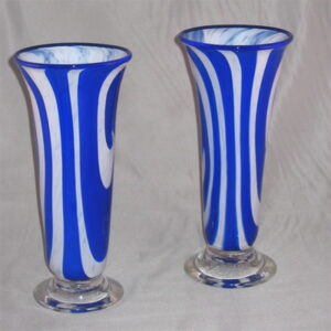 Vases - Switched Axis, blue and white